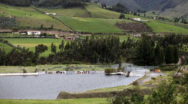 En la parroquia Olmedo (Cayambe) hay un embalse de regulación, que es parte del canal de 67 km de longitud. Foto: Julio Estrella / EL COMERCIO
