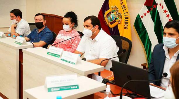 La noche del sábado 23 de enero de 2021, en una sesión extraordinaria, la Corporación Provincial de Manabí resolvió restituir en su cargo al prefecto Leonardo Orlando. Foto: Facebook  Prefectura de Manabí