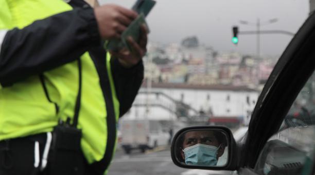 En Quito rige la medidad 'Hoy Circula' que regula el tránsito vehicular en la capital