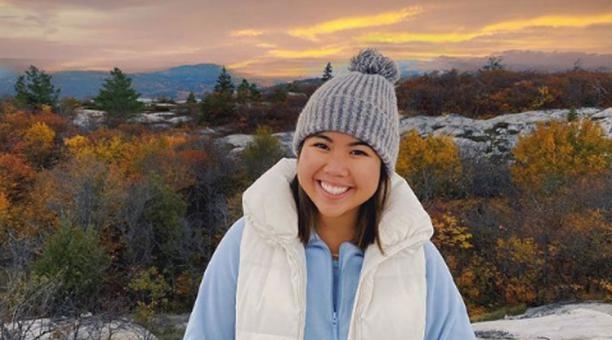 Una bloguera de viajes que desapareció en una montaña en Canadá fue hallada sin vida en un barranco. Foto: Instagram/nikkidonnelly.