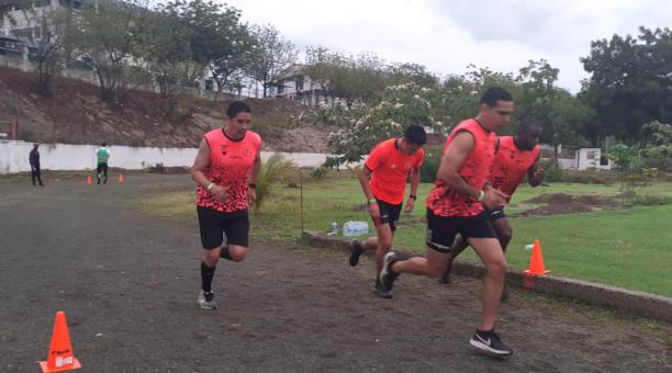 Los árbitros de primera categoría se entrenan en Manta. En la foto consta Guillermo Guerrero. Foto: FEF