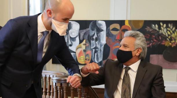 El presidente de Ecuador, Lenín Moreno (der), se reunió con, Juan González, Director Senior para el Hemisferio Occidental del Consejo de Seguridad Nacional de EE.UU. este 27 de enero del 2021. Foto: Lenín Moreno