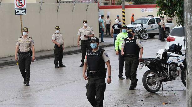 Agentes de la Policía Nacional recogieron indicios en el lugar del asesinato. Foto: Mario Faustos / EL COMERCIO