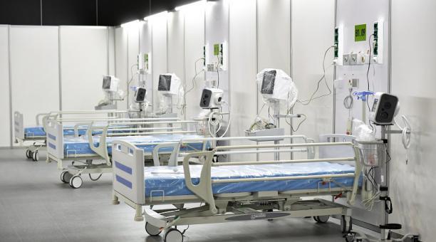 Un hospital para atender contagios de covid-19 en Polonia. El número de infectados en el mundo aumenta.