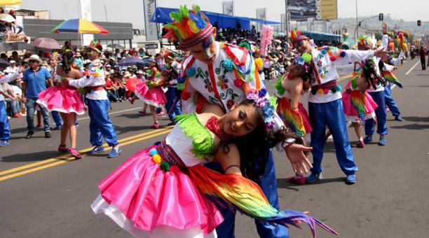 La Fiesta de la Fruta y las Flores de Ambato se celebrará en febrero y en agosto del 2021. Foto: Archivo/ EL COMERCIO.