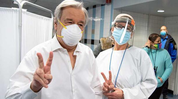 El secretario general de la ONU, António Guterres, se vacunó este 28 de e enero del 2021 en Nueva York. Foto: EFE