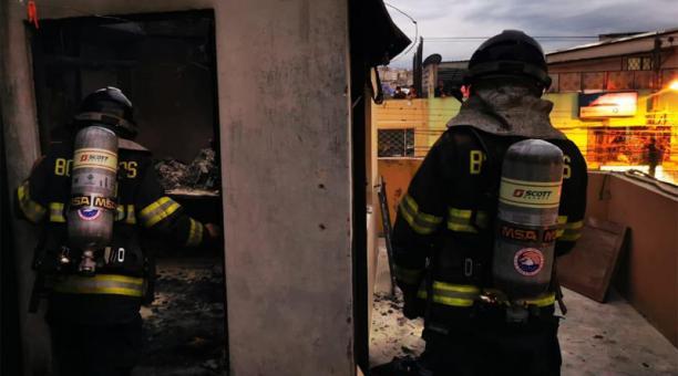 El incendio se registró la tarde y noche de este jueves 28 de enero del 2021. Foto: Cortesía CBQ