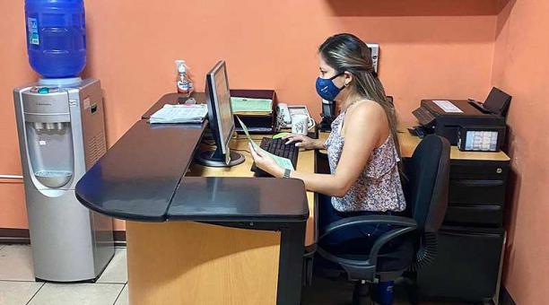 La firma contable Serpofempsa, de Guayaquil, asesora en trámites tributarios, incluso los de microempresas. Foto: cortesía