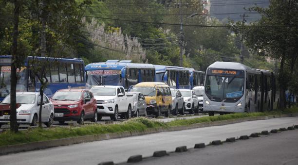 La circulación vehícular para este fin de semana será regulada por la medida Hoy Circula.