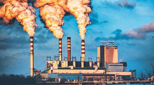 En la lucha contra el cambio climático, países y empresas están desinvirtiendo en combustibles fósiles. La industria petrolera debe reconvertirse.