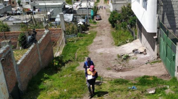 Funcionarios del Municipio realizan inspecciones para evaluar los riesgos de los asentamientos en la capital. Foto: Cortesía