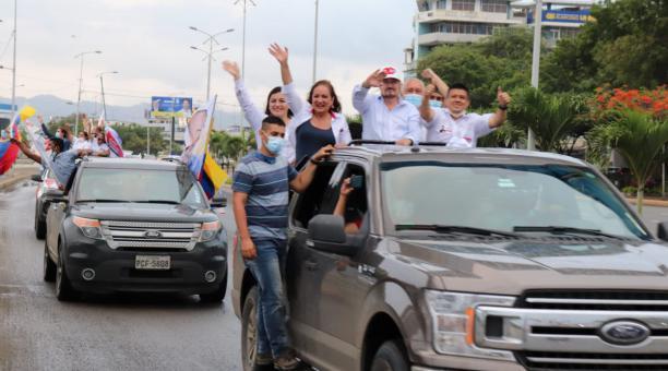 El presidenciable Gustavo Larrea recorrió los cantones de Manabí con los candidatos a asambleístas, el domingo 21 de enero del 2021. Foto:  Cortesía