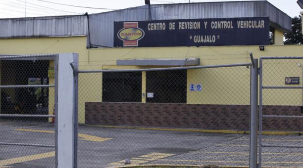 En Guajaló, en el sur, funciona uno de los seis centros de revisión técnica vehicular. Foto: Patricio Terán / EL COMERCIO
