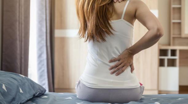 Mantener un colchón en mal estado puede complicar algunas enfermedades previas. Foto:  freepik