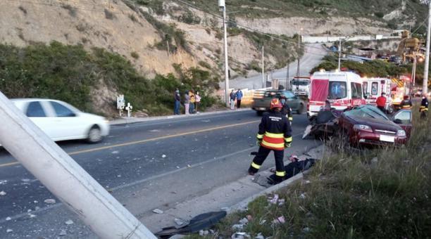 Pasadas las 05:30, el ECU-911 recibió el reporte de un vehículo liviano que se impactó contra un poste en la vía Calacalí - La Independencia.