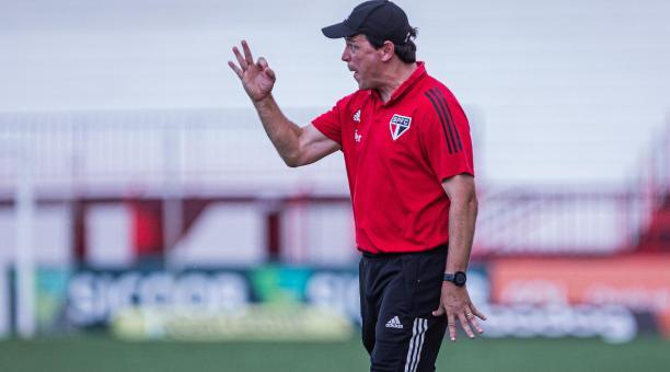 El Sao Paulo destituyó este lunes al entrenador Fernando Diniz como consecuencia de los malos resultados