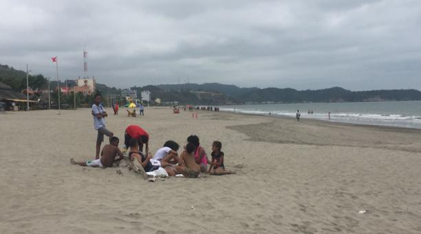 Los turistas llegan de a poco a las playas del Esmeraldas. Foto: Archivo / EL COMERCIO