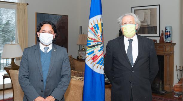 El ministro de Telecomunicaciones, Andrés Michelena, recibió un reconocimiento de la OEA, por el avance en la digitalización de procesos de Gobierno y trámites ciudadanos en el Ecuador. Foto: Twitter OEA