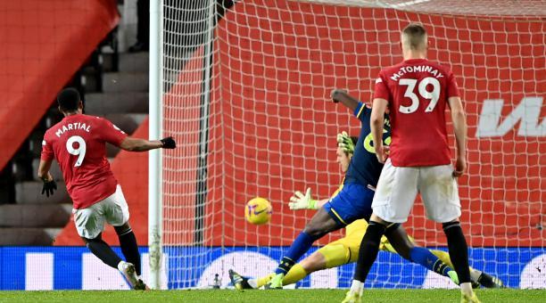 Anthony Martial marca uno de los nueve tantos con los que el Manchester United derrotó al Southampton. Foto: Twitter del Manchester United
