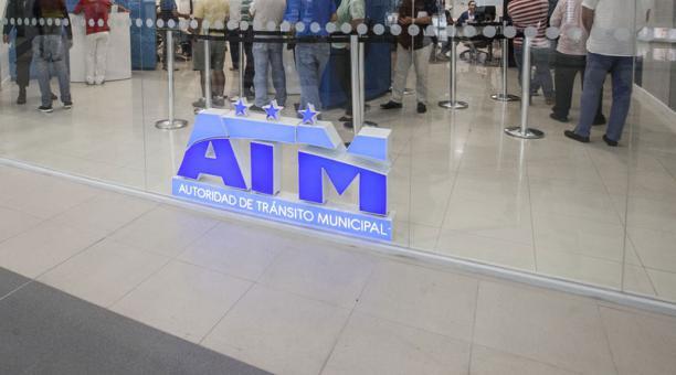 La ATM de Guayaquil anunció que, debido a una falla en el sistema de la Agencia Nacional de Tránsito (ANT), suspendió de forma temporal cuatro trámites de los usuarios. Foto: Archivo/ EL COMERCIO