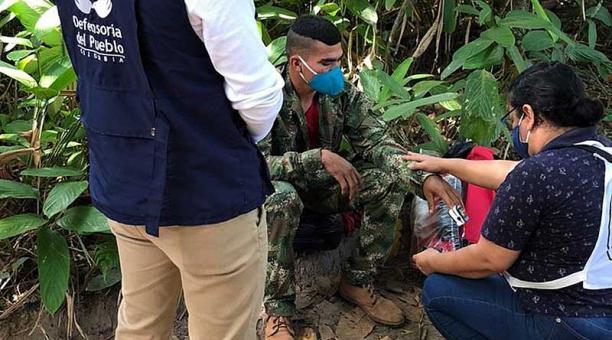 Disidentes de las FARC entregaron al soldado colombiano Ever Andrey Castro a la comisión humanitaria tras su secuestro el pasado 4 de enero del 2021 en la región del Catatumbo. Foto: EFE