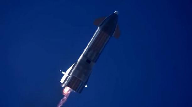 Captura de video donde se observa el Starship Serial Number 9 (SN9), prototipo del cohete con el que SpaceX busca transportar hasta un centenar de personas. Foto: EFE/SpaceX