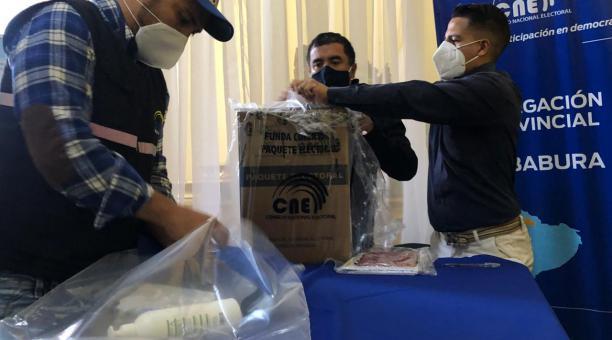 En el Centro de Privación de Libertad Carchi, el proceso electoral se inició a las 07:00 y concluyó a las 08:30. Fotos: Cortesía CNE