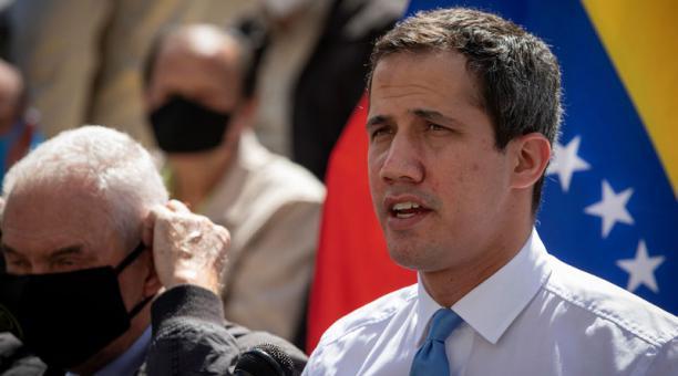 El líder opositor venezolano Juan Guaidó habla durante una rueda de prensa en Caracas (Venezuela). Foto: EFE
