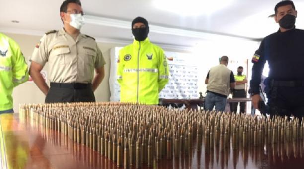 En el Comando de Policía de Imbabura se presentaron 1 299 cartuchos de armas de fuego, como parte de las evidencias
