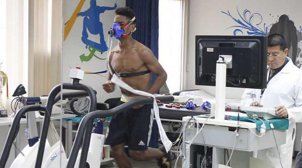 Deportistas de élite y aficionados se someten a un examen predeportivo completo para potenciar sus habilidades. Foto: archivo / EL COMERCIO