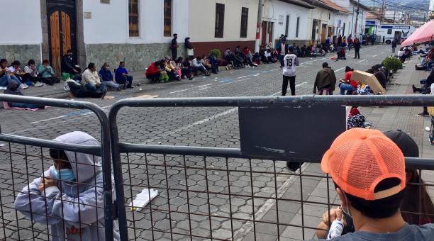 En el Registro Civil de la Agencia Ibarra, en Imbabura, continúan personas que buscan obtener este 6 de febrero del 2021 la cedula de ciudadanía. Foto: Washington Benalcázar / EL COMERCIO