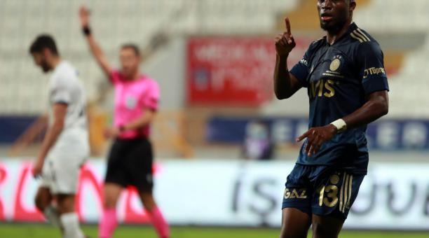 Enner Valencia, durante uno de los partidos de Fenerbahce, en la liga turca. Foto: Twitter del deportista