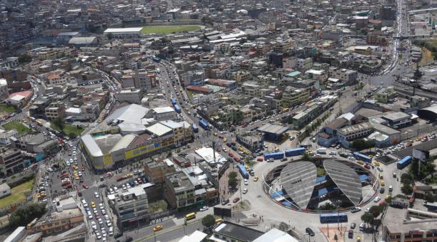 Luego de un sobrevuelo, las autoridades identificaron inconvenientes en el tránsito de Quito, durante la jornada electoral del 7 de febrero del 2021. Foto: Vicente Costales/ EL COMERCIO