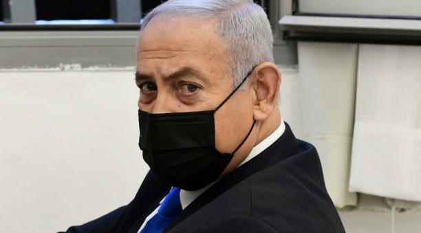 Foto del lunes del primer ministro de Israel, Benjamin Netanyahu, antes del inicio de una audicencia en un juicio por corrupción en su contra en Jerusalén.