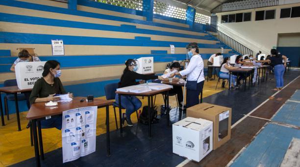 El Código de la Democracia establece ciertas multas para las personas que no ejercieron su derecho al voto, que es obligatorio en el país. Hay excepciones. Foto: Enrique Pesantes/ EL COMERCIO.