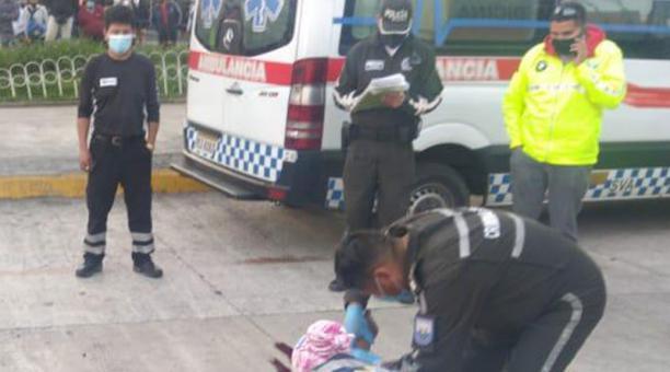 Personal de Criminalística recolectó evidencias en el lugar del crimen, en La Marín, en el centro de Quito. Foto: cortesía