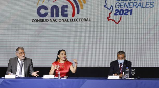 Diana Atamaint, presidenta del CNE, señaló que se deberá instalar una sesión de escrutinio para tratar un 13% de actas con problemas. Foto: Eduardo Terán/ EL COMERCIO.