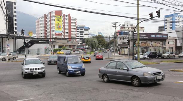 Desde el sábado 7 de febrero del 2021 se habilitó la circulación vehicular para todos los automóviles en Quito, debido a las elecciones. Foto: Vicente Costales/ EL COMERCIO.