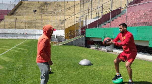 Francisco Fydriszewski en uno de los entrenamientos en el estadio Gonzalo Pozo Ripalda. Foto: Cortesía de Aucas