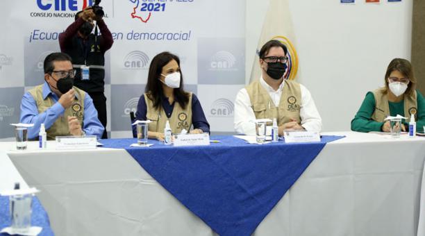 Los observadores de la Misión de la Organización de los Estados Americanos (OEA) en Ecuador. Foto: Diego Pallero / EL COMERCIO