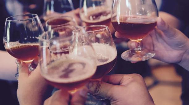 Imagen referencial. En España, los asistentes a fiestas ilegales pueden enfrentar multas de hasta 2 400 euros, por infringir la restricción ante la pandemia. Foto: Pixabay