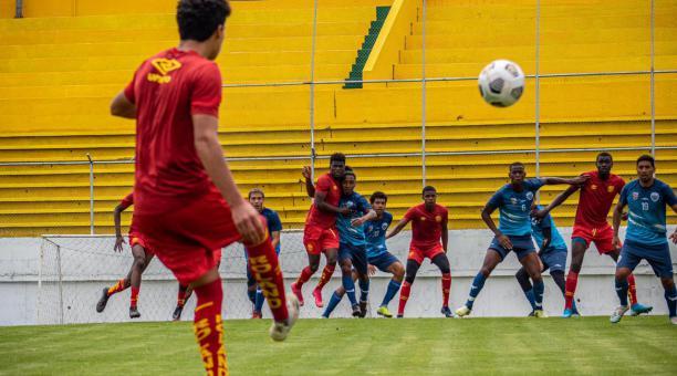 Aucas disputó en su estadio un amistoso ante el Cumbayá FC. Foto: @Aucas45