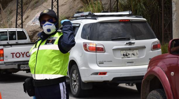 Los controles a la movilidad y seguridad se aplicarán desde esta misma noche en Cuenca y Loja. Foto: cortesía EMOV Cuenca.
