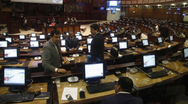 Imagen referencial. Algunos exfuncionarios que fueron destituidos formarán parte de la nueva Asamblea Nacional. Foto: Archivo/ EL COMERCIO.