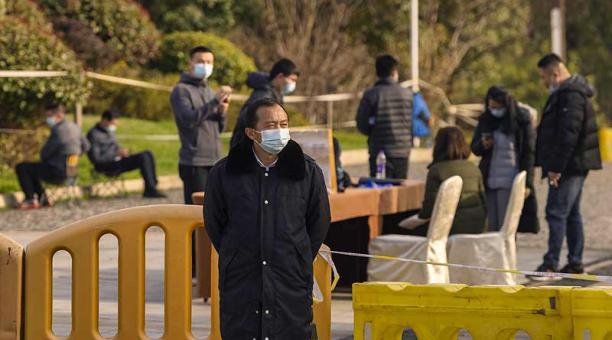 La misión de la OMS, formada por expertos de diez países publicará un informe preliminar de su visita a Wuhan para conocer el origen del covid-19. Foto: EFE