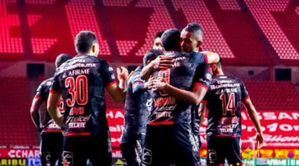 Los jugadores del Tijuana festejan un gol ante León en el fútbol mexicano. Foto de la cuenta Twitter @Xolos