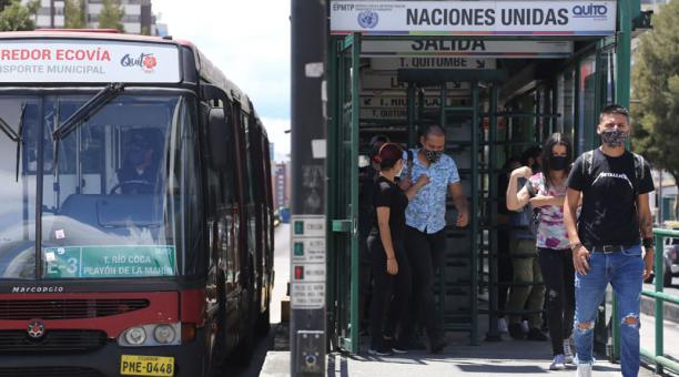 Una baja afluencia de pasajeros se observó este 14 de febrero del 2021 en el Trolebús y la Ecovía de Quito. Foto: Archivo/ EL COMERCIO.