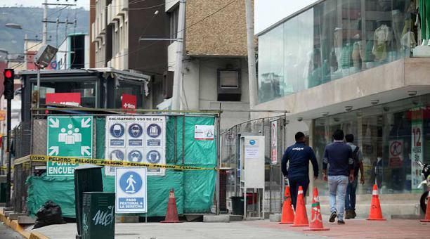 La construcción de la parada La Pradera afectó directamente a negocios ubicados en la avenida Eloy Alfaro (norte). Foto: Julio Estrella / EL COMERCIO