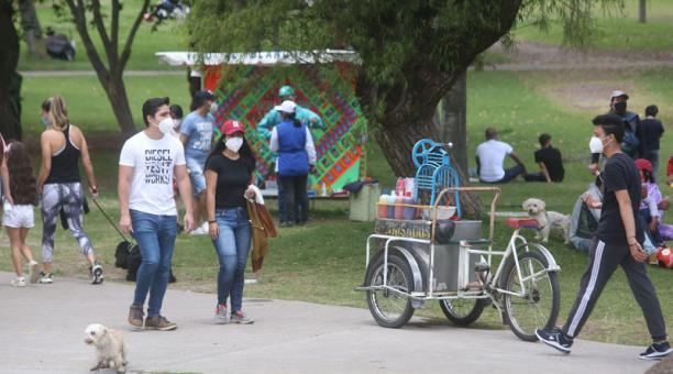 En el Parque La Carolina, los citadinos acudieron a hacer deportes y otras actividades durante el feriado. Foto: Diego Pallero / EL COMERCIO