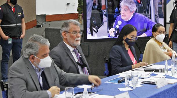 Desde el CNE se confirmó que aún restan 65 actas con novedades que no han podido ser revisadas, correspondientes al voto de ecuatorianos en el exterior.